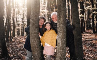 Mit Oma und Opa im Wald